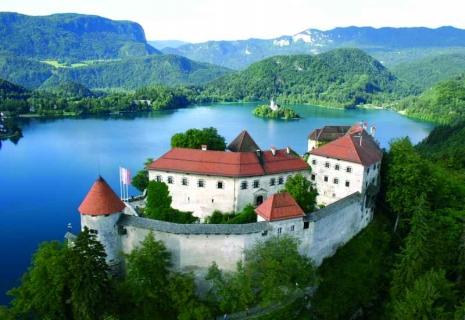 Тур на Майские праздники в Словакию: Тур «ДВЕ СТОЛИЦЫ» Стоимость тура от 122 €