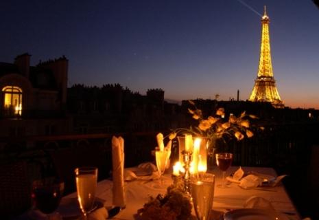Романтический ухин в Париже