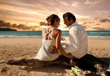 Свадебная церемония во время заката